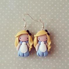 Boucles d'oreilles petite Alice au pays des merveilles  - madame manon. 20€