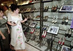 """~Imelda Marcos admires a museum exhibition of her shoes in The exhibition is one of the leading tourist attractions in Manila. """"""""Remove Imelda's shoes and this museum would be nothing,"""" said tourism officer Mario Villanueva. Ferdinand, President Of The Philippines, Philippines Culture, T Magazine, Power To The People, Poses For Photos, Women In History, Formal Gowns, Shoe Collection"""