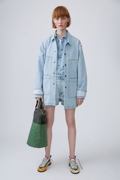 Acne Studios Blå Konst Swamp light blue are a classic, 5 pocket denim short with a dropped crotch.