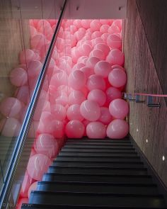 Pink balloons installation - Martin Creed, Work No. Ballon Rose, Instalation Art, Tout Rose, Pink Balloons, Balloons Galore, Happy Balloons, Floating Balloons, Heart Balloons, Confetti Balloons