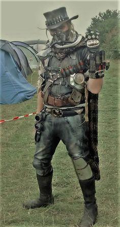 post apocalyptic Bountyhunter by BrimstonePreacher Steampunk Mode, Steampunk City, Steampunk Costume, Steampunk Fashion, Gothic Steampunk, Post Apocalyptic Costume, Post Apocalyptic Fashion, Mad Max, Rat Fink