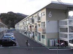 女川町が輸送用コンテナを利用し、整備した全国初の2、3階建て仮設住宅