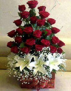 Basket of roses Valentine Flower Arrangements, Creative Flower Arrangements, Large Flower Arrangements, Funeral Flower Arrangements, Funeral Flowers, Ikebana, Altar Flowers, Love Flowers, Special Flowers