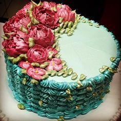 Bolo de chantininho que vai estar no meu dvd do curso de CHANTININHO!#cursosjanainasuconic #wiltoncakes #wilton #confeitaria #confeitariaartistica #wiltoncakebrasil #wiltonclass #buttercream #buttercreamcake #buttercreamflowers #buttercreamroses #buttercreamflowercake #buttercreamlover #buttercreamlovers #cakedecoratorsofinstagram #cakedecorator #cakedesign #kursusbuttercream #buttercreamclass #buttercreamcourse #bakingcourse #janainasuconic #smashthecake #bebegenial #confeitaria…