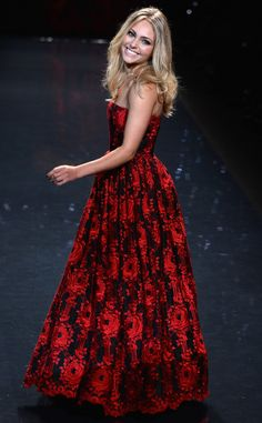 AnnaSophia Robb looks amazing in Alice + Olivia at the Heart Truth Red Dress Show!