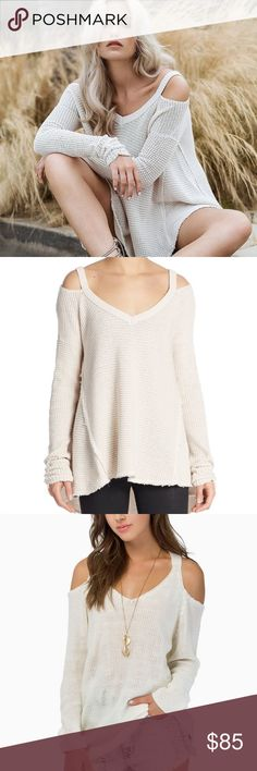 SALE‼️Free People Cold Shoulder Sweater Gorgeous cream Free People cold shoulder sweater worn once! So cute! No trades! 50bvry Free People Sweaters