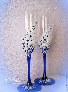 wedding champagne glasses toasting Related posts:Blaue Farben und. Wedding Wine Glasses, Wedding Champagne Flutes, Champagne Glasses, Wine Glass Crafts, Wine Bottle Crafts, Bottle Art, Decorated Wine Glasses, Hand Painted Wine Glasses, Diy Glasses