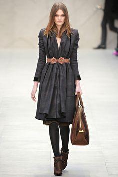 Storehouse of Memory: It's Trendy: Midi Skirts. Burberry Prorsum. Colección Ready-To-Wear Otoño-Invierno 2012/2013.