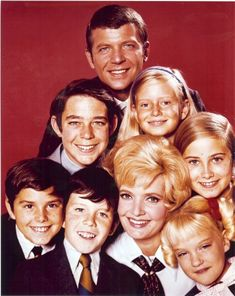 Brady Bunch Cast   THE BRADY BUNCH real photo – 8×10 glossy! Young whole cast photo!