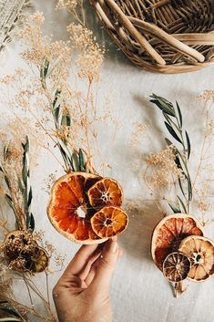 Create natural bouquets with dried flowers, from dried hydrangea and preserved roses to pampas grass and billy buttons. Afloral has a large selection of preserved flowers and grasses. Bohemian Christmas, Noel Christmas, Simple Christmas, Christmas Crafts, Xmas, Amazon Christmas, Dried Flower Bouquet, Dried Flowers, Flower Bouquets