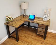 Diy Wooden Desk, Reclaimed Wood Desk, Rustic Desk, Rustic Office Desk, Diy Office Desk, Diy Desk, Home Office Desks, Office Furniture, Office Inspo