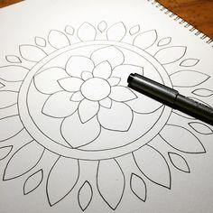 今回はこちら♬*って、ずっと描いてない!  #ボールペン #zen #ゼンタングル #artwork #mehndi #メヘンディアート #mehndiart  #アート #ターヴィーズ #TARViZ #art #henna #hennatattoo #ヘナタトゥー #jagua #jaguatattoo #ジャグアタトゥー #tattoo #paint #bodyart  #曼荼羅 #zentangle #mandala #静岡 #富士 #富士宮 #三島 #沼津 #コピック