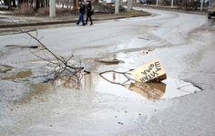 Рассерженные россияне начнут сажать картошку в дорожные ямы