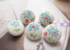 Retro Shabby Chic Blue Daisy Floral Flowers-Handmade Fabric Covered Buttons(0.75 Inches, 5Pcs)