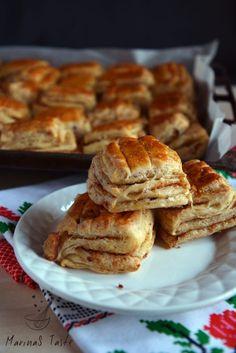 Pogačice sa čvarcima - MarinaS Taste Bosnian Recipes, Croatian Recipes, Easy Food To Make, Quick Easy Meals, Bread Recipes, Cookie Recipes, Homemade Hamburger Buns, Salty Foods, Bread And Pastries