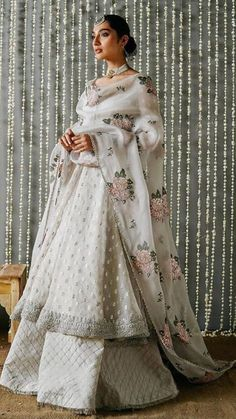 Indian Fashion Dresses, Indian Bridal Outfits, Indian Gowns Dresses, Dress Indian Style, Indian Designer Outfits, Designer Clothing, Indian Party Wear, Desi Wedding Dresses, Pakistani Bridal Dresses