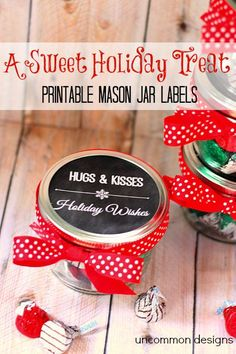 Christmas Mason Jar Treat and Printable Tags A perfect gift idea for neighbors and teachers. These Christmas Mason Jar Free Printables and treat idea are both cute and budget friendly! Pot Mason, Mason Jar Gifts, Mason Jar Diy, Christmas Goodies, Christmas Printables, Christmas Crafts, Christmas Ideas, Holly Christmas, Christmas 2017