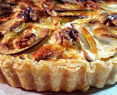 Quiche met brie, appel en walnoten Brie, Quiches, Oven Dishes, Savoury Baking, Quiche Recipes, Happy Foods, Love Food, Foodies, Food And Drink