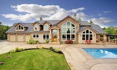 i dont like the pool in the front but this house is gorgeous