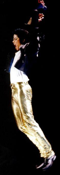 MJ jumping! Michael Jackson Dangerous, Michael Jackson Bad Era, Mike Jackson, Jackson Family, Bad Michael, Michael Jackson Neverland, Michael Jackson Wallpaper, Gold Pants, King Of The World