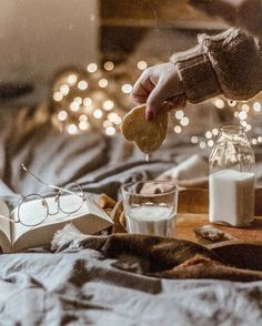 A Very Hygge Winter — winterfallseason: It's the most wonderful time of. Coffee Shop Aesthetic, Cozy Aesthetic, Autumn Aesthetic, Christmas Aesthetic, Christmas Photo, Winter Christmas, Xmas, Winter Fun, Summer Hygge