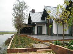 Zinken dak in fels techniek - Rheinzink Blue Grey, droomhuis Piet Boon Van Gogh, Cabin, House Styles, Projects, Home Decor, Log Projects, Blue Prints, Decoration Home, Room Decor