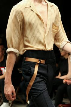The complete Dries Van Noten Spring 2015 Menswear fashion show now on Vogue Runway. Mode Outfits, Fashion Outfits, Fashion Trends, High Fashion, Fashion Show, Fashion Design, Male Fashion, Runway Fashion, Look Man