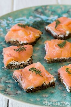 These simple yet impressive tea sandwiches are perfect for easy entertaining - Pumpernickel bread with smoked salmon & cream cheese - Smoked Salmon Cream Cheese, Smoked Salmon Appetizer, Smoked Salmon Recipes, Tea Sandwiches, Finger Sandwiches, Bridal Shower Sandwiches, Cucumber Sandwiches, Sandwich Platter, Snacks