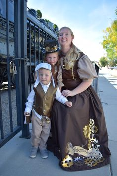 DIY Steampunk Costumes for the Family Handmade Halloween Costumes, Halloween Projects, Halloween Crafts, Steampunk Cosplay, Steampunk Diy, Steampunk Fashion, Sewing Patterns For Kids, Easy Sewing Projects, Sewing Projects For Beginners