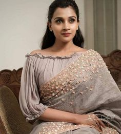 Sari Design, Choli Blouse Design, Saree Blouse Neck Designs, Saree Blouse Patterns, Designer Blouse Patterns, Bridal Blouse Designs, Fancy Blouse Designs, Designs For Dresses, Latest Blouse Patterns