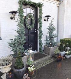 Cred: @gncgarden Trenger ikke snø for å få julestemning ute, når man kan dekorere på denne måten🌲👏🏻 _______________________________________ #interior123 #interiorhome #stemning_casachicks #interiorismo #interiorinspo #outdoors #outdoordecor #christmas #christmasdecor #interior_delux #interiorinspo #interior_and_living #interiordesignideas #interiorharmoni