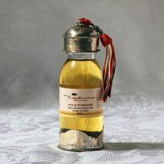 Vacances, détente, chouchoutez votre peau avec nos huiles cosmétiques : argan, figue de barbarie, amande douce... Retrouvez-les sur la boutique Senteurs et Couleurs du Souk