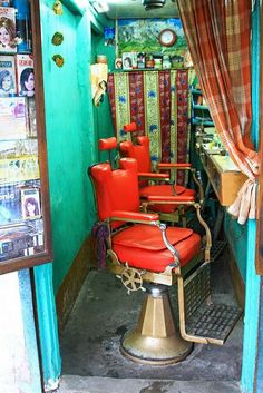 my-spirits-aroma-or:  A barber shop in #Varanasiby Nisa + Ulli Maier