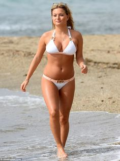 Beach babe: Zara looked quite the catch in her fetching ensemble on Friday