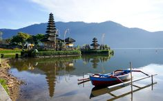 The Ulun Danu Beratan Temple is both a famous picturesque landmark and a significant temple complex located on the western side of the Beratan Lake in Bedugul, central Bali. Honeymoon Destinations, Amazing Destinations, Atlanta, Best Rooftop Bars, Hotels, Asia, One Day Trip, Romantic Honeymoon, Amsterdam City