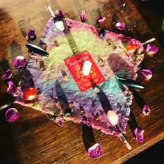 #crystal-grid #crystalgrid #crystals #selfhealing #healing #sacral #chakra #rosequarts #quartzpoints #carnelian #hematite #tuormaline #citrine #essentialoils #orange #roses #petals #creativity