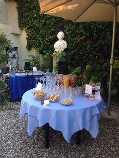 Aperitivo con biscotteria salata di nostra produzione per il catering dell'unione civile di Francesco e Fernando. Biscotti alle olive, biscotti ai semi di lino, biscotti con glassa, sale viola e cumino
