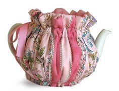 free patterns for teapot cozies - Bing Images Teapot Cover, Mug Cozy, Flower Quilts, Ideas Hogar, Free Pattern, Crochet Pattern, Tea Accessories, Tea Party, Sewing Crafts