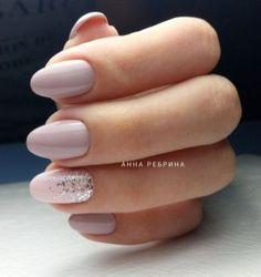 Manucure nude rose et paillettes #nude #vernis #nailart #beige #ongles