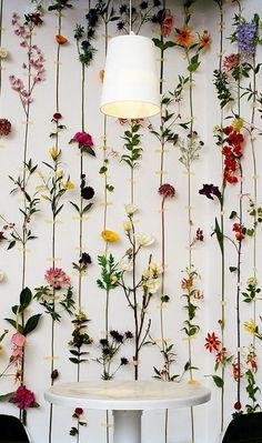 Wedding Trends A Floral Perspective - Styled: Florals - Blumen Fleurs Diy, Deco Floral, Flower Wall Decor, Hanging Flower Wall, Flower Decoration, Home And Deco, Industrial Wedding, Diy Flowers, Fake Flowers Decor