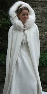 Tips for Selecting a winter wedding dress: In winter, unlike many serious problems brides to cold weather also make. Some tips for selecting the right Winter Wedding Dresses December Wedding Dresses, 2015 Wedding Dresses, Wedding Gowns, Bridal Gowns, Winter Gowns, Wedding Cape, Bridal Cape, Fall Wedding, Dream Wedding