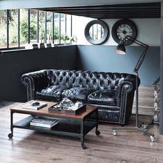 Certains meubles sont de véritables symboles et représentent parfois toute une frange de l'histoire du design. De par sa conception et son look, le canapé