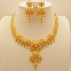 Manufacturer and exporter of gold, diamond and silver jewellery from India. Dubai Gold Jewelry, Gold Wedding Jewelry, Gold Jewelry Simple, Bridal Jewellery, Gold Bangles Design, Gold Earrings Designs, Gold Jewellery Design, Necklace Designs, Antique Jewellery Designs