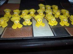 Forminhas para docinhos em biscuit Pintinho amarelinho, tenho outros personagens. R$2,00