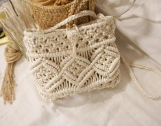 The Best 2019 Interior Design Trends - Interior Design Ideas Macrame Purse, Macrame Knots, Micro Macrame, Bunting Banner, Boho Diy, Knitted Bags, Straw Bag, Purses And Bags, Crochet Patterns