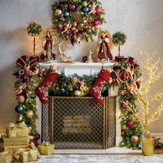 112 easy and cheap christmas decoration ideas for your dining room comfort page 35 Cheap Christmas, Gold Christmas, Outdoor Christmas, Beautiful Christmas, Christmas Home, Christmas Crafts, Christmas Ideas, Father Christmas, Christmas Music