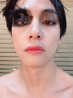 kim taehyung (bts V) deleted weverse picture shirtless black swan map of the soul 7 makeup Taehyung Selca, Taehyung Smile, Bts Kim, Vlive Bts, Bts Bangtan Boy, Yoongi Bts, Bts Boys, Daegu, Foto Bts