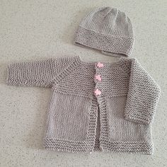 Babbity Baby Jacket pattern by marianna mel -Baby Cardigan , Babbity Baby Jacket pattern by marianna mel Ravelry: Babbity Baby Jacket pattern by marianna mel Baby Kids. Easy Baby Knitting Patterns, Baby Cardigan Knitting Pattern Free, Baby Sweater Patterns, Crochet Baby Cardigan, Knit Baby Sweaters, Knitted Baby Clothes, Crochet Jacket, Booties Crochet, Sewing Patterns