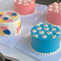 Pretty Birthday Cakes, Pretty Cakes, Happy Birthday, Mini Cakes, Cupcake Cakes, Picnic Cake, Simple Cake Designs, Pastel Cakes, Frog Cakes