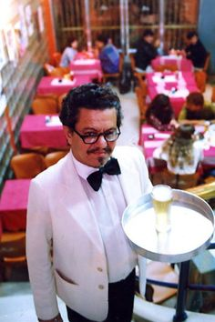 1992 - O conhecido garçon Juvenal Martins no Riviera.